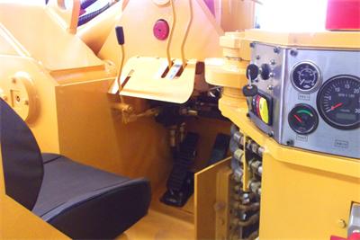 WJ-2内燃铲运机